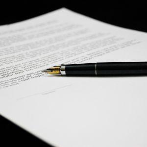 Зміна національності через суд: призупиняємо надання послуги